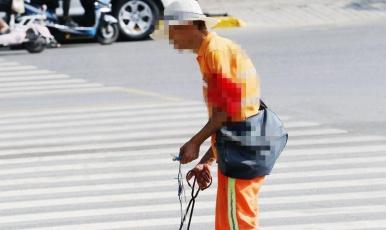 西安環衛工現狀調查:罰款名目多 罰多罰少沒依據