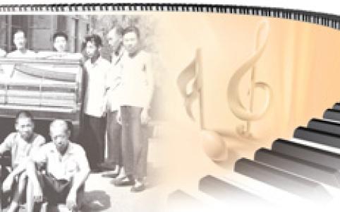 """【新中国的""""第一""""·70年】北京东单冰渣胡同5号乐器厂:第一架钢琴戴上了大红花"""